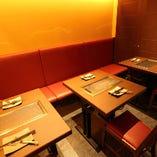 落ち着いた照明の空間でゆったり…女性同士のお食事にもぴったりです!