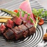 牛ランプステーキ 見た目も楽しめるような一皿に仕上げます