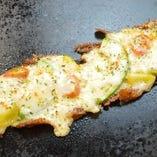 アボカドとゴロゴロ野菜のチーズ焼き
