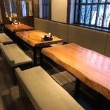 【杉の一枚テーブル】広々としたテーブルは宴会にも◎