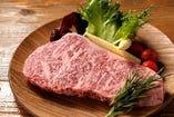 綺麗なサシ。黒毛和牛。ステーキ。もう食べるだけ。。。