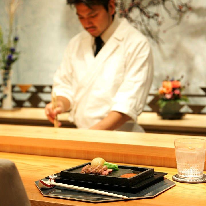 大切な席を彩る四季折々の逸品 伝統に則した料理をご提供します