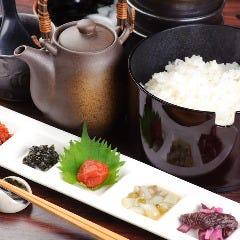 厳選特Aのお米のおひつご飯(5種のお供と茶出し付き)