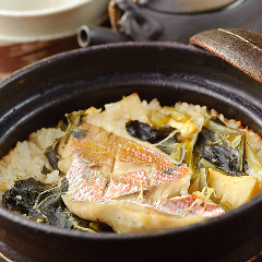 名物 鯛飯 (ひつまぶしの様にお召し上がりいただけ、お茶漬けにもなります)