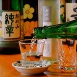 阿佐ヶ谷の《三矢商店》から仕入れる全国選りすぐりの地酒が豊富