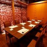 20名様までご対応可能なテーブル席。個室利用も承ります。
