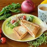 【NEW】ぺパロニチーズ ホットサンド(オーガニックコーヒー付)
