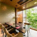 【完全個室~6名様】 夜にはライトアップされる竹を眺め優雅に