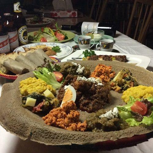 エチオピアの伝統的な料理盛り合わせ 3,630円(一名様)