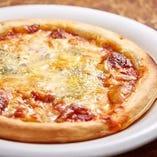 チーズ4種のピザ