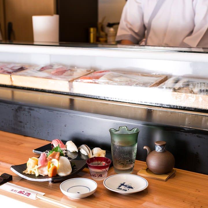 鮨と肴と酒の調和をお楽しみいただけるラインナップを取り揃え