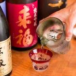 お客様に好きなお酒に巡り会っていただけるよう、流れを見失うことなく、流れに対峙するお酒も取り揃え