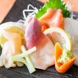 毎朝築地から仕入れる旬の鮮魚