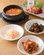 チゲスープ、ナムル、キムチ、タレからすべて手作りです。