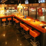 【本館】 ゆったり広々としたテーブル席