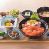 【平日限定ランチ】鮭いくら親子丼は女性&お子様に特に人気!