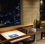 窓際テーブル席