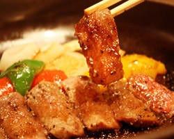 夏といえば焼肉! 『陶板焼き』でふっくら美味しさアップ!