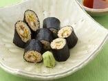お蕎麦を細巻きにした『そば寿司』。お酒の肴にも最適です。