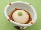 『本ねり胡麻豆腐』お店で作った胡麻豆腐。しっかりとしたゴマの香りをお楽しみ下さい。揚げ出しにも最適です♪