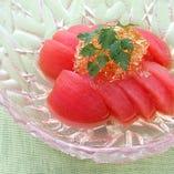 トマトを特製の土佐酢ゼリーと一緒に…。 女性にも大人気!