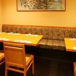 仕事終わりの1杯飲みやご夕食におすすめの片側ベンチシート席