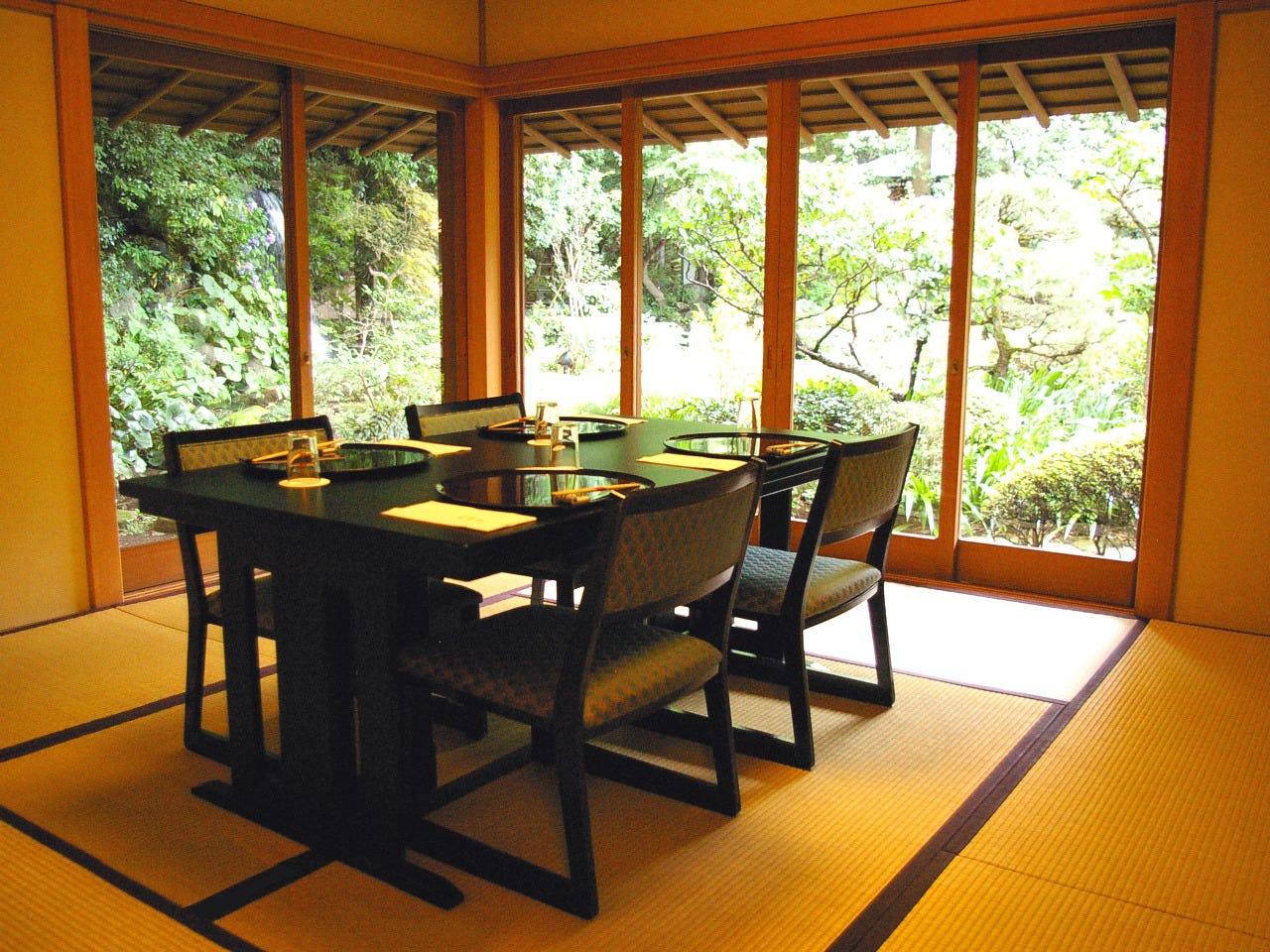 テーブル席・完全個室(壁・扉あり)・6名様