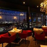 新宿の夜景を臨む美空間。結婚式二次会や各種パーティーにどうぞ
