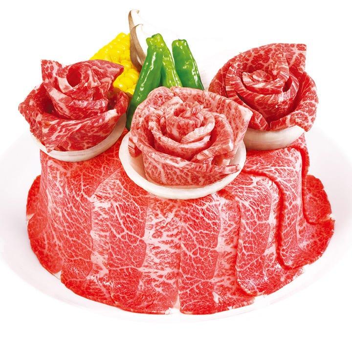 主役のいる宴会にお祝いお肉ケーキ&ブーケでサプライズ!