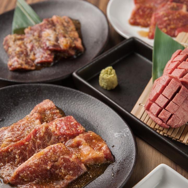 お肉、サイドメニューなど80品以上のメニューをお楽しみください