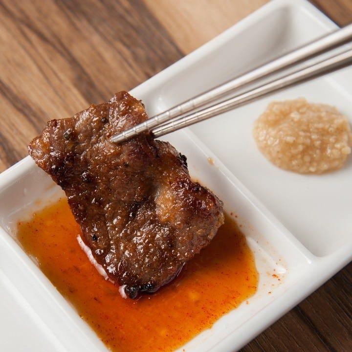 牛、豚、鶏を炭火焼肉でお腹いっぱいお召し上がりいただけます