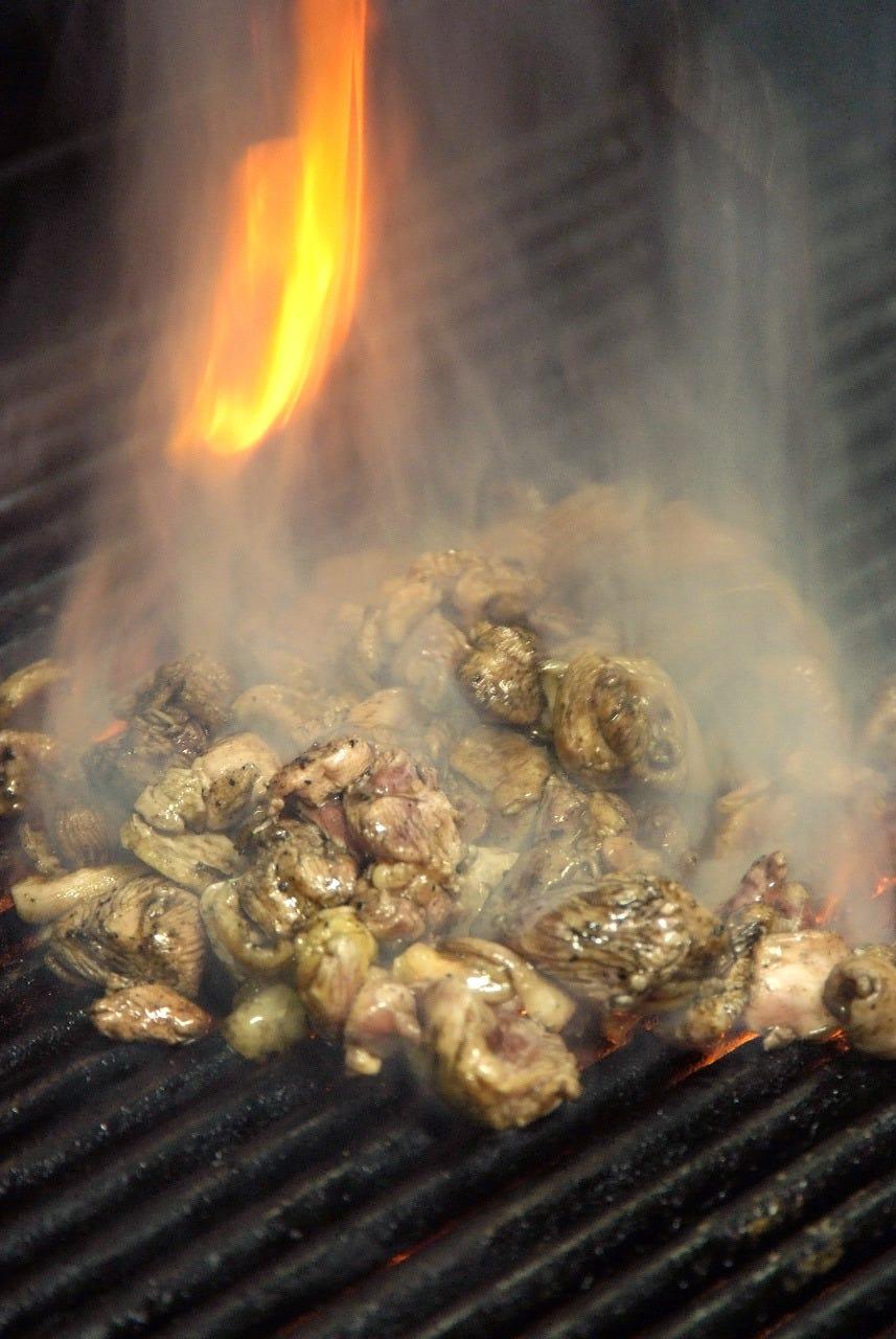 九州南国産の厳選鶏を使用 厳選された備長炭で焼き上げます。