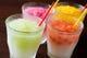フルーツの果実が詰まった冷たいクラッシュ氷!新感覚ジュース。