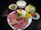 ランチ焼き肉sセット2500円、上カルビ、ロース他。