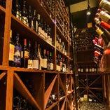 仙台随一のラインナップを誇るワインセラーは圧巻。