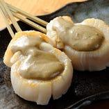貝柱のカニ味噌焼き。日本酒好きにたまらない1本