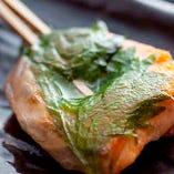 石狩焼。お造りでも食べられるような新鮮なサーモンの塩焼きです。