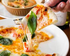 釜で焼く【自家製ピザ】《イタリアのセモリナ粉を使用》