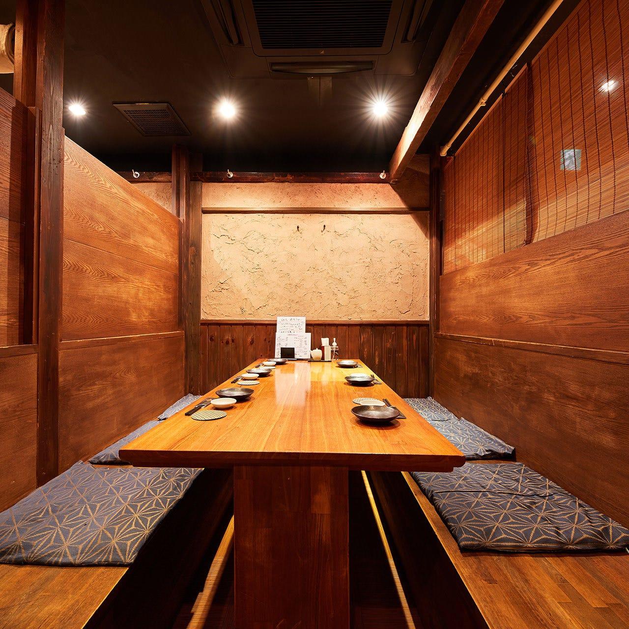 古民家風の心休まる空間の2〜4名様用3階テーブル半個室を満喫