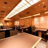 【加賀の間】清潔感溢れる空間が広がる テーブル席(2~32名様)