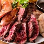 牛サガリやサルシッチャ、グリルポークなど、牛鶏豚の美味しさをぎゅっと凝縮