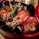 海の恵みが詰まった贅沢なひと品『金目鯛と貝類のアクアパッツァ』