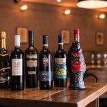 ワインは試飲を重ねてこれはという銘柄のみを厳選、赤白泡合わせて全12種