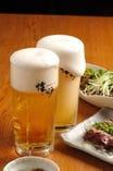こだわりのきれいなジョッキでうまいビールをどうぞ。