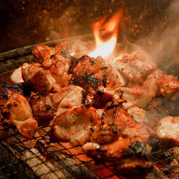厳選された大山鶏を使用しております。炭火で調理がおすすめ!