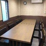 はなれの個室。会議・接待にも使える大変落ち着いた環境でお食事や会話ができるようになっております。