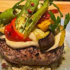 el Polloのハンバーグ 旬の野菜を使ったバーニャカウダのせ(京都ポーク100%)