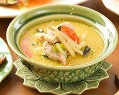 Dee Dee Thai Kitchen (ディーディータイキッチ…