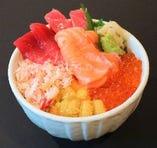 新鮮な海鮮丼も多数ご用意しております。