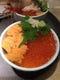 国産イクラ醤油と生ウニを合わせた人気のウニいくら丼です。
